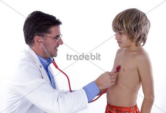 Paediatrist examining a young patient