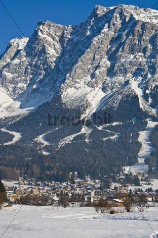 Snow-covered village in front of the panorama of Mt Zugspitze, Ehrwald, Zugspitz Arena, Tyrol, Austria, Europe