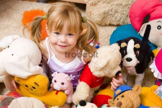 Little girl, 4 years old, with plushy toys