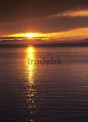 Evening mood at Kilmur Bay, in front of the mountains of the Outer Hebrides, Scotland, United Kingdom, Europe
