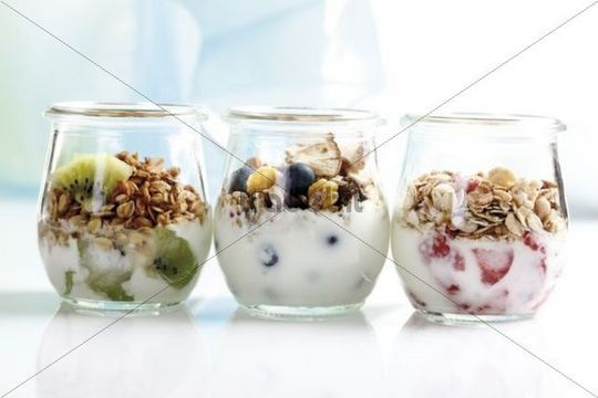 Muesl with yoghurt and fruit in small glass jars