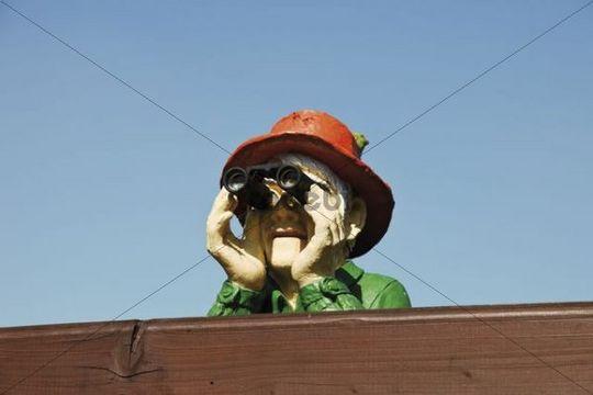 Figurine with binoculars