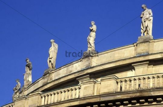 statues on the roof of the grosses haus state theater theater op. Black Bedroom Furniture Sets. Home Design Ideas