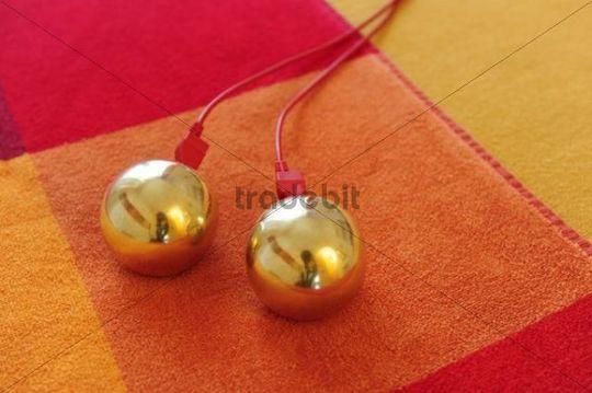 Balls for bioresonance therapy