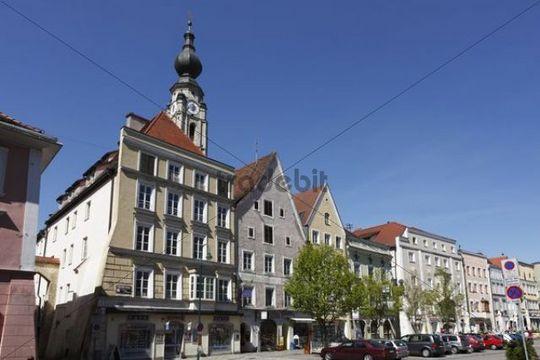 Town square with parish church of St. Stephan, Braunau am Inn, Innviertel, Upper Austria, Austria, Europe