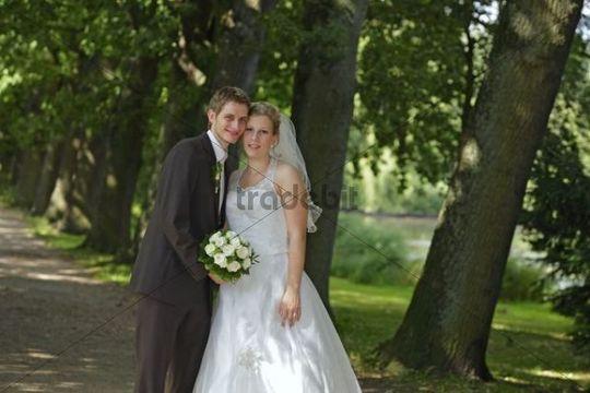 wedding couple in the spa park bad schwartau schleswig holstein. Black Bedroom Furniture Sets. Home Design Ideas