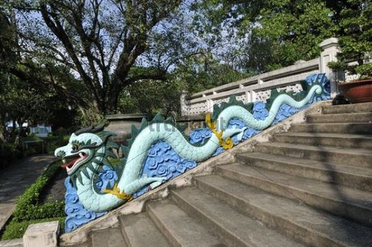 Dragon at the entrance to the temple of the Botanical Gardens, Ho Chi Minh City, Saigon, Vietnam, Southeast Asia