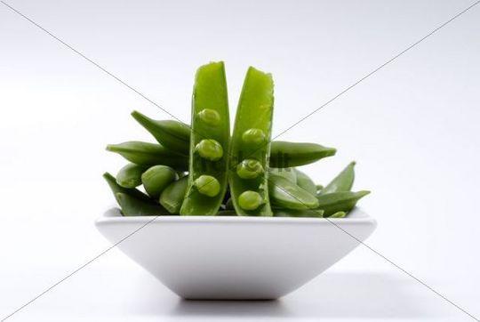 Sugar peas on an Asian plate