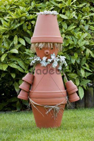 Garden decoration imp made of flower pots download people for Terracotta gartendekoration