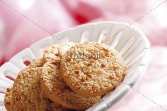 Cookies in a china bowl