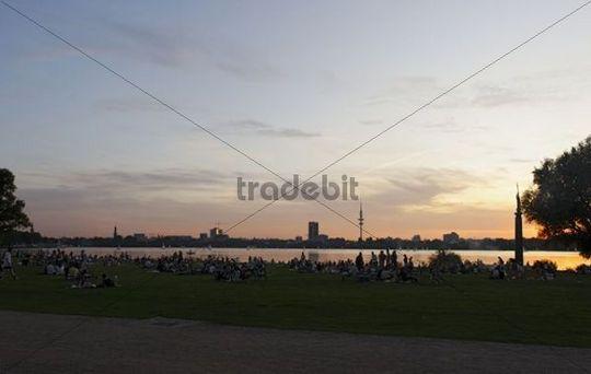 Grilling on Schwanenwik, sunset over the Outer Alster, Hamburg Winterhude, Hanseatic City of Hamburg, Germany, Europe