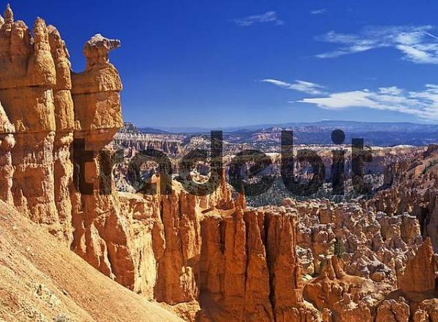 rock formations on the path from Bryce point to the Under the Rim Trail, Bryce Canyon, Utah, USA