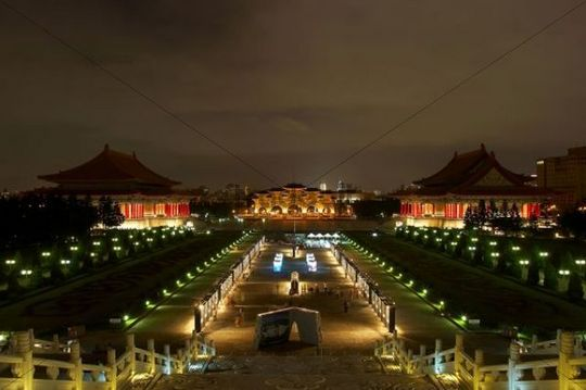 National Concert Hall, main gate, Chiang Kai-shek Memorial Hall at night, Taipei, Taiwan, China, Asia