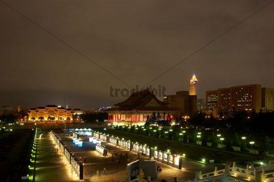 Main gate of the Chiang Kai-shek Memorial Hall at night, Taipei, Taiwan, China, Asia