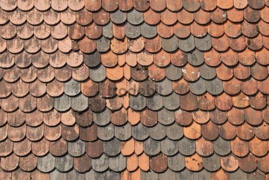 biberschwanz dacheindeckung detail mit neuen dachziegeln
