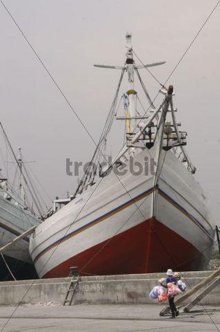 Freight sailing ship port Sunda Kelapa Jakarta, Java, Indonesia, Southeast Asia, Asia