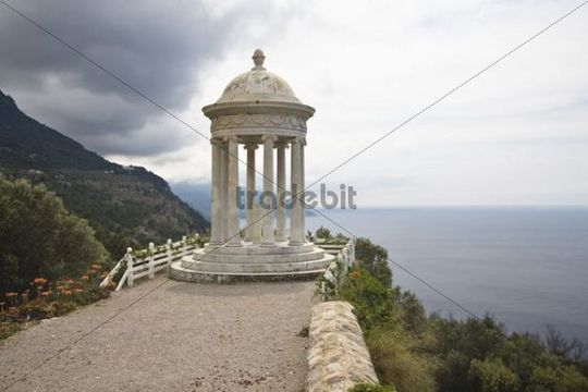 Son Marroig, Manor House with Ionic temple, Tramuntana Mountains, Mediterranean Sea, Mallorca, Majorca, Balearic Islands, Spain, Europe