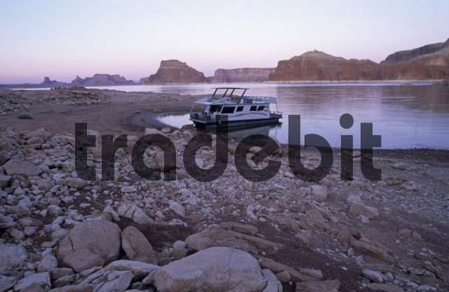 house boat on Lake Powell, Glen Canyon National Recreation Area, Utah, Arizona, USA