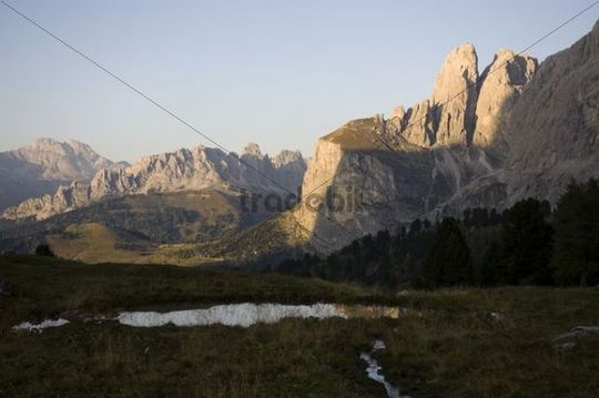 Towers in the Gruppo Sella group, looking toward the Gardena Pass, Val Gardena, Dolomites, South Tyrol, Italy, Europe