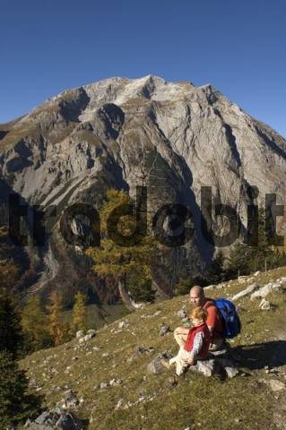 familiy hiking wandering mountain hiking in the Eng Valley Rissbachvalley Tyrol Austria near the Binsalm