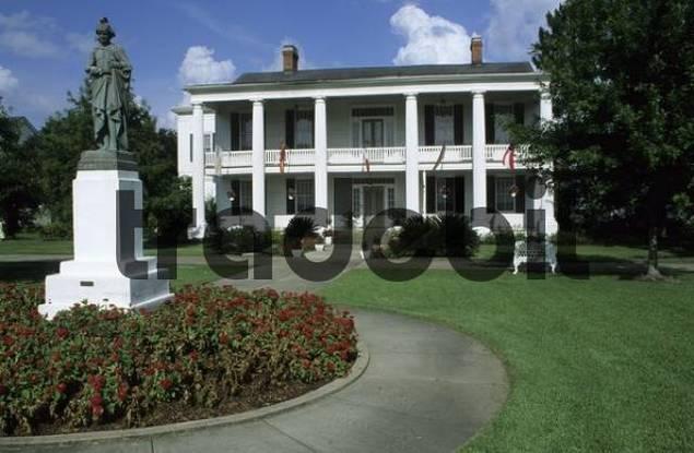 historic home in St. Martinville