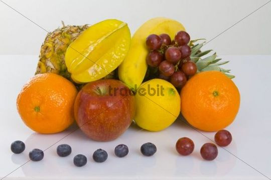 Pineapple, apple, clementines, lemon, star fruit, blueberries and red grapes