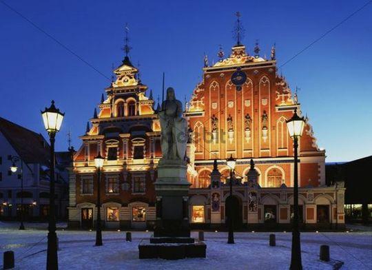 Melngalvju nams, House of the Blackheads, night view, Riga, Latvia, Northern Europe