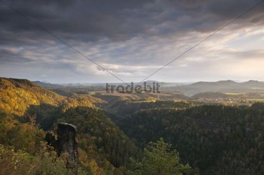 View from the Brand rock plateau on the Brandscheibe climbing rock, Schrammsteine rock formation, Bohemian Switzerland, autumn, clouds, evening Light, Saxon Switzerland, Saxony, Germany, Europe