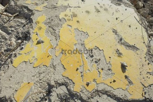 Rubble, wall element with paint rests, close-up