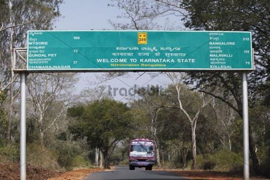 State border with Karnataka, sign in three languages, Kannada, Tamil and English, South India, India, South Asia, Asia