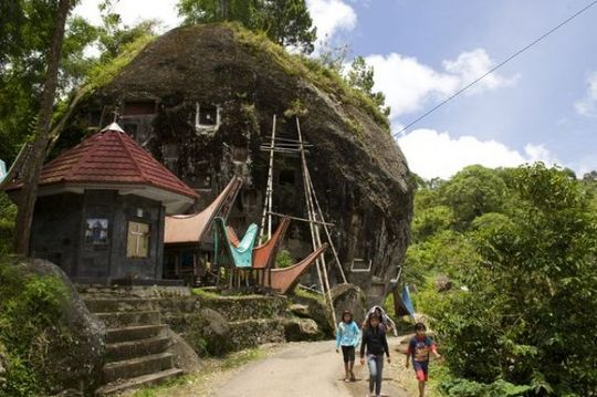 Lo´ko´mata rock grave of the Toraja, near Ratepao, Sulawesi, Indonesia, Southeast Asia