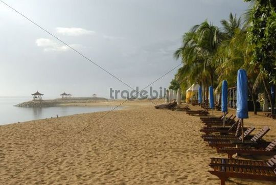 Long sandy beach with deck chairs, beach of Sanur, Bali, Indonesia, Southeast Asia, Asia