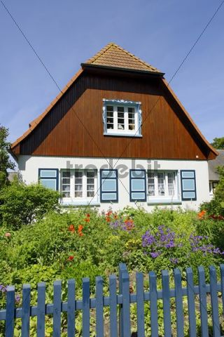 Detached house, Ahrenshoop seaside resort, Fischland-Darss-Zingst peninsula, Baltic Sea, North Western Pomerania district, Mecklenburg-Western Pomerania, Germany, Europe