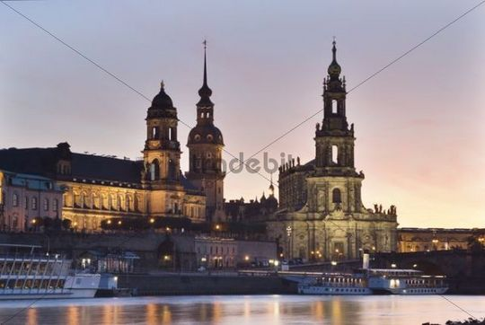 Evening mood in Dresden, as seen from the bank of the Elbe River with a view towards the Terrassenufer promenade with the Castle and Castle Church, Dresden, Saxony, Germany, Europe