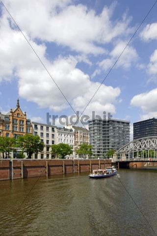 Short harbour tour, excursion, tourism, city tours, Kornhausbruecke bridge, Speicherstadt historic warehouse district, Mitte district, Hamburg, Germany, Europe