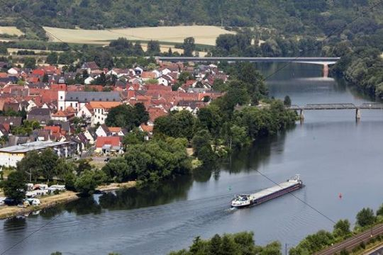 Main River with the town of Zellingen, view from Benediktusberg, Mainfranken, Lower Franconia, Franconia, Bavaria, Germany, Europe