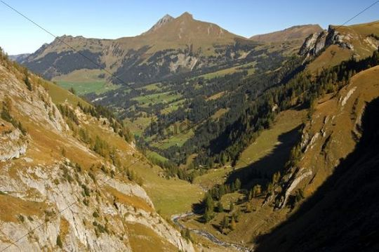 View through Geltental valley to the peaks of Giferspitz and Lauenenhorn, Geltental Nature Reserve, Lauenen, Switzerland, Europe