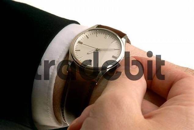 setting the watch