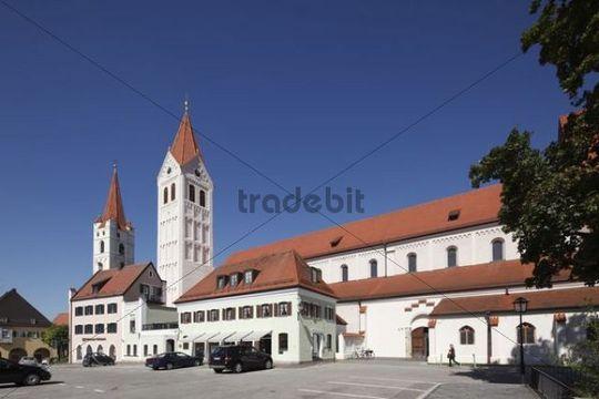 Minster of St. Castulus, and left, St. John´s Church, Moosburg, Upper Bavaria, Bavaria, Germany, Europe