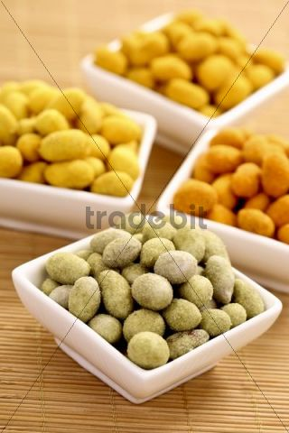 Peanuts in various coatings, chili, wasabi, curry and paprika