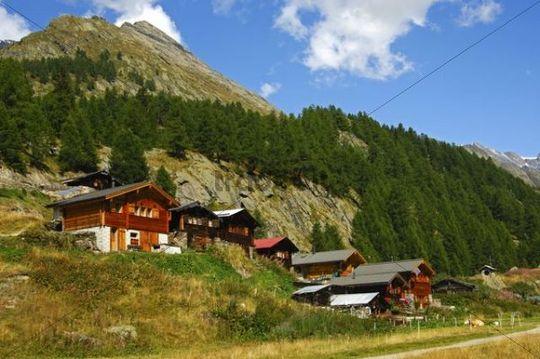 Hamlet with chalets in the Fafleralp Mountains, Loetschental, Valais, Switzerland, Europe