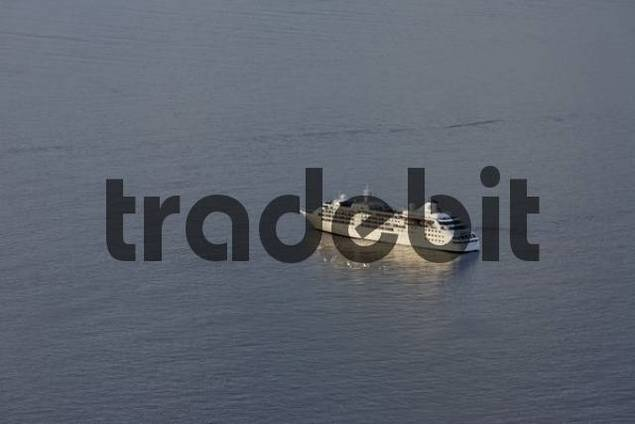 cruising ship, Imerovigli, Santorini, Greece