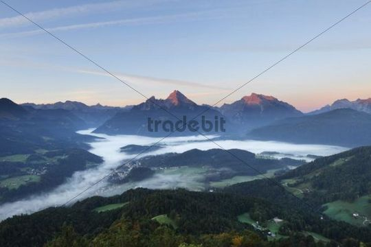 View from Kneifelspitze mountain across Berchtesgaden towards Watzmann and Hochkalter mountains, in the morning, Berchtesgaden Alps, Berchtesgadener Land district, Upper Bavaria, Germany, Europe