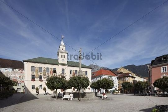 Town Hall Square with Town Hall and Wittelsbach Fountain, Bad Reichenhall, Berchtesgadener Land district, Upper Bavaria, Germany, Europe