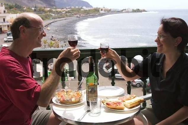 - tourists at balcony in La Playa - Valle Gran Rey - La Gomera
