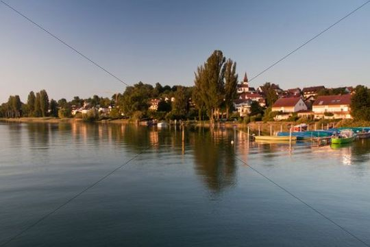 Dingelsdorf on Lake Constance, with parish church of St. Nicholas in the morning light, Dingelsdorf, Baden-Wuerttemberg, Germany, Europe