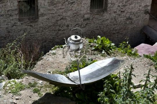Tea-kettle heated by a solar mirror, solar energy, Ganden monastery, also known as Ganden Namgyeling, Himalaya Range, central Tibet, Ue-Tsang, Tibet Autonomous Region, People´s Republic of China,