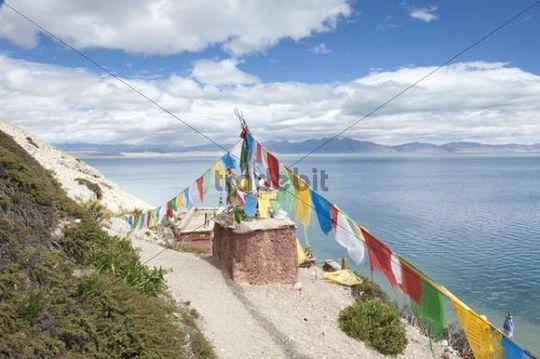 Tibetan Buddhism, Stupa or Chorten with colourful prayer flags, Gossul Gompa Monastery above Lake Manasarovar, Mapham Yutsho, Kailash area, Ngari, Trans-Himalaya, Himalayas, West Tibet, Tibet Auto
