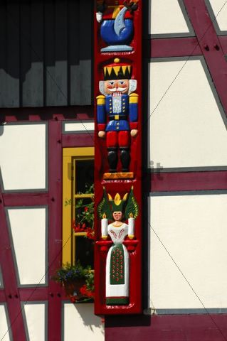 Carvings from the Erzgebirge Christmas themes, nutcracker soldier, candle-bearing miner and angel, on the corner of a half-timbered house, Seiffen, Erzgebirge, Ore Mountains, Saxony, Germany, Euro