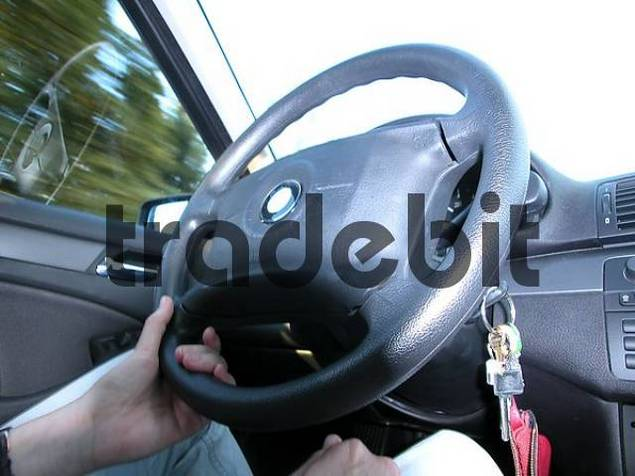 driving with one hand
